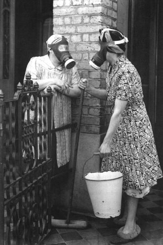 Photo's of Gas Masks from the past (4/5)